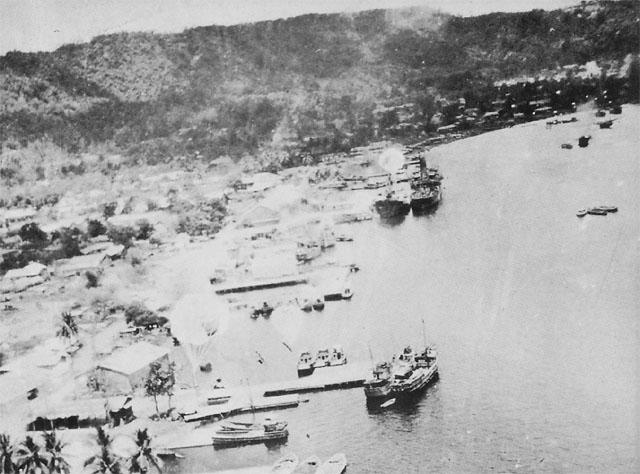 Бомбардировка гавани Симпсона в Рабауле.