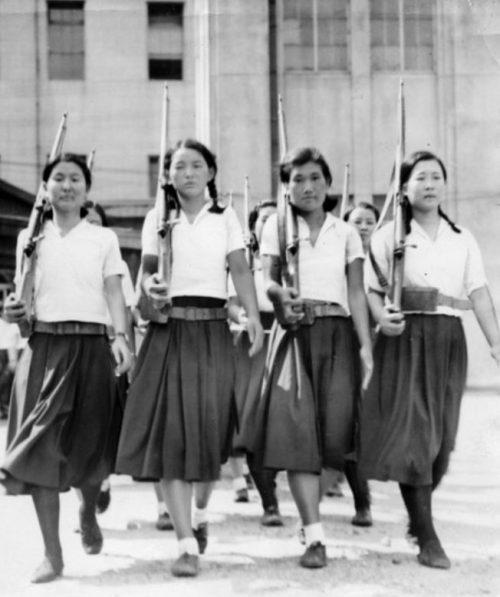 Обучение старших школьниц в Осаке. Июль 1938 г.