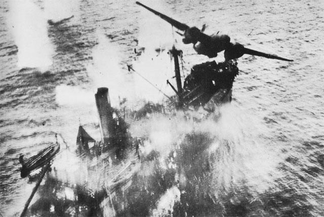 Атака японского корабля.