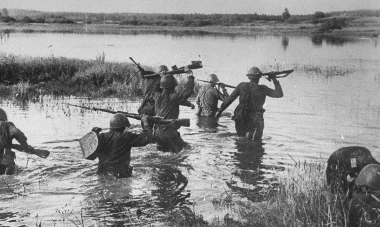 Форсирование советскими войсками реки Северский Донец.