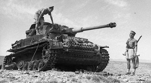 Подбитый немецкий танк после боя.