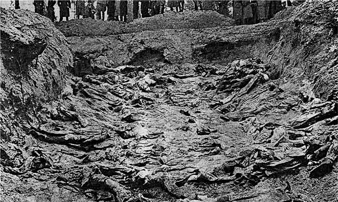 Раскопанная могила.