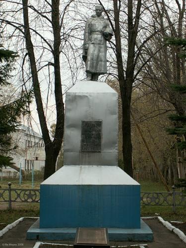 г. Донской пос. Задонский. Памятник по улице Кирова, установленный в 1969 году на братской могиле, в которой похоронены советские воины.