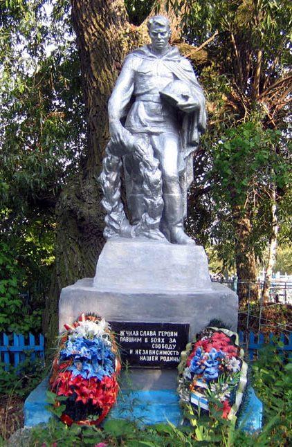 с. Бороздино Новомосковского р-на. Памятник, установленный в 1957 году на братской могиле, в которой похоронено 14 неизвестных советских воинов, погибших в годы войны.