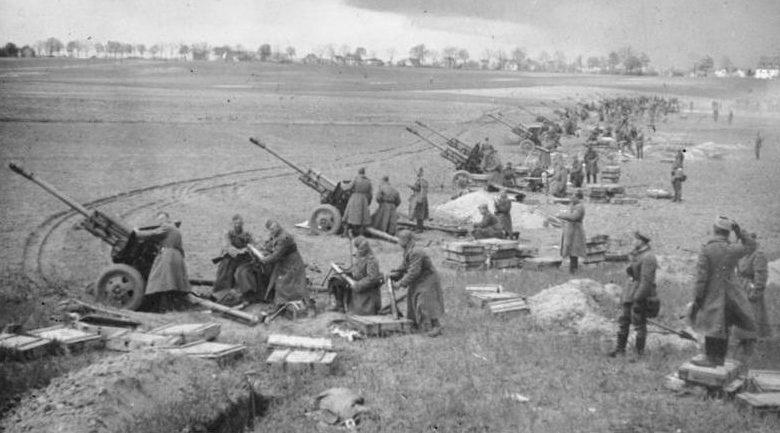 Артиллерийский огонь на подступах к Берлину.