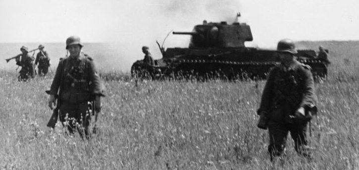 Немецкие войска в наступлении.
