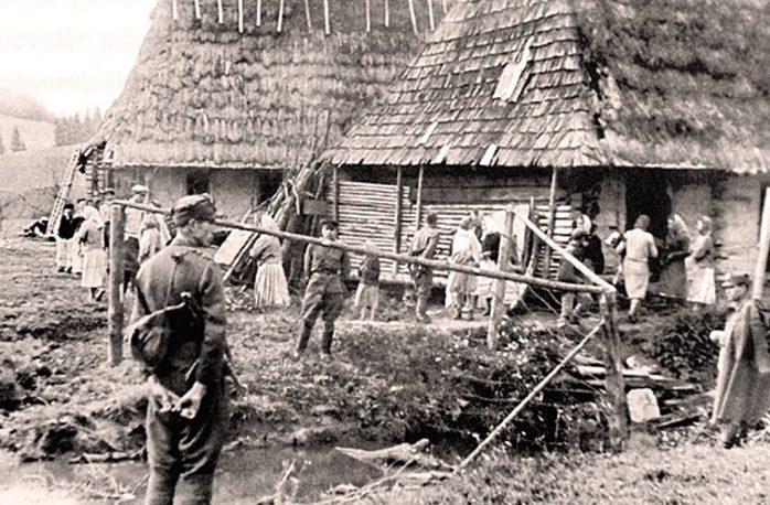 Выселение украинцев из домов.