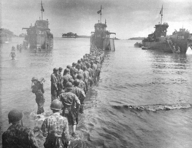 Американский десант высаживается на остров Рендова.