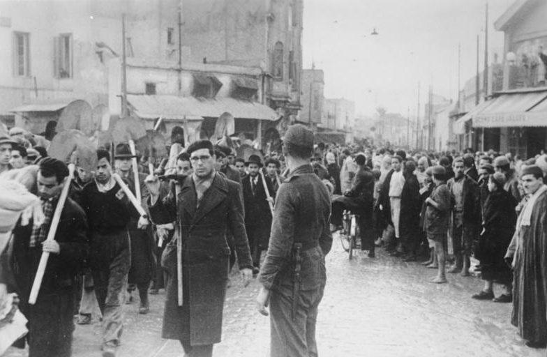 Евреи Туниса на принудительных работах.