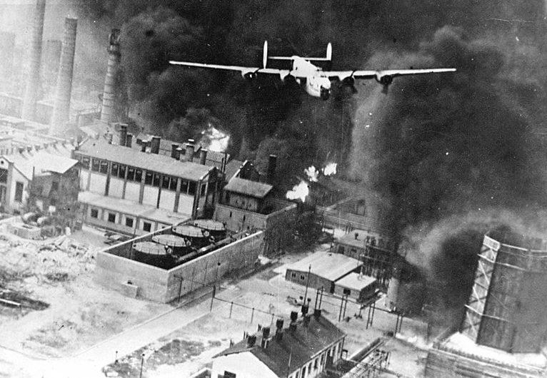 Взрывы на нефтеперерабатывающем заводе.