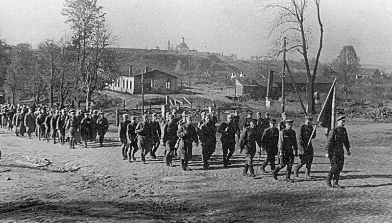 Красная Армия вступает в город Рославль.