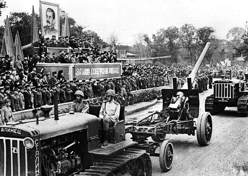 Парад советских войск в Харбине.