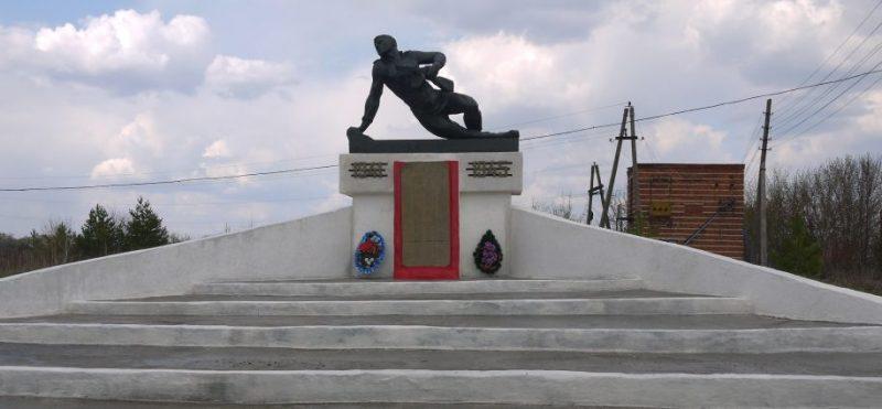 с. Гремячее Новомосковского р-на. Памятник, погибшим односельчанам.