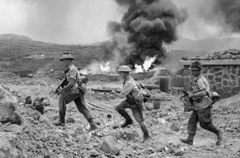 Американские солдаты на острове.