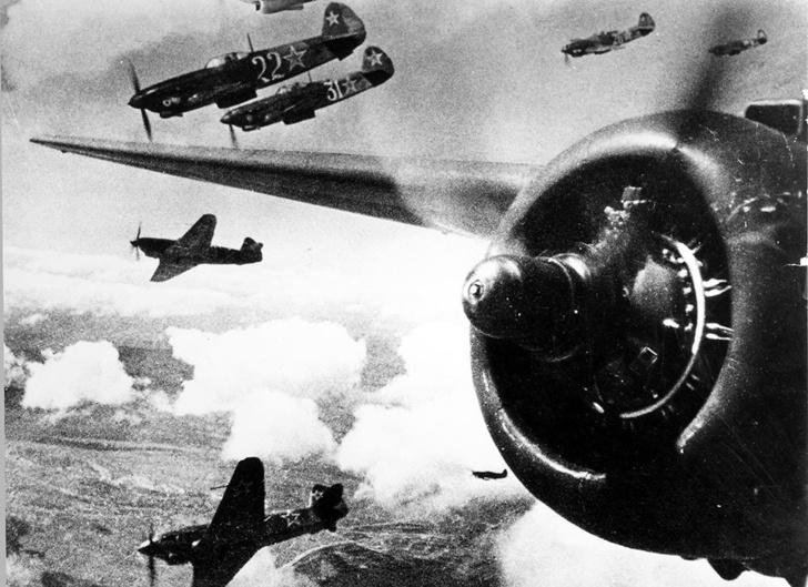 Советские истребители в небе Кубани.