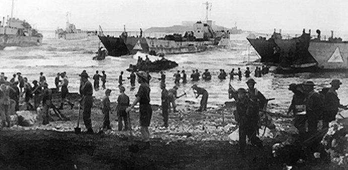 Высадка британских войск на сицилийском побережье.