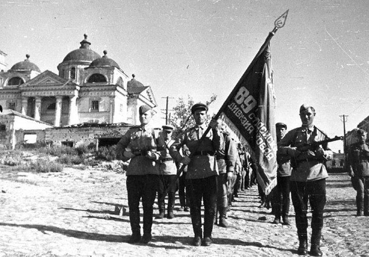 Красная Армия входит в Белгород.