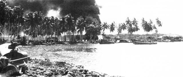Пожар на месте падения сбитого японского самолета.