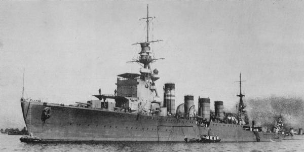 Японский легкий крейсер «Дзинцу».