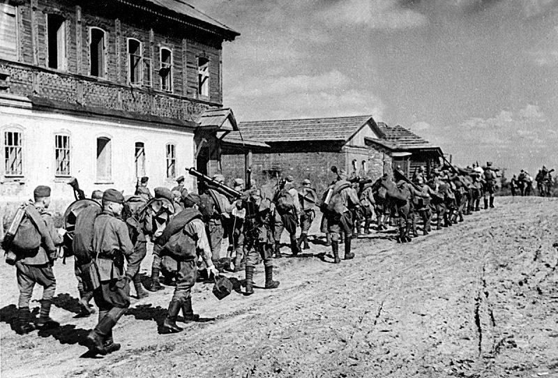 Красная Армия входит в Дорогобуж.
