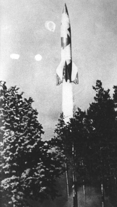 Старт ракеты V-1.