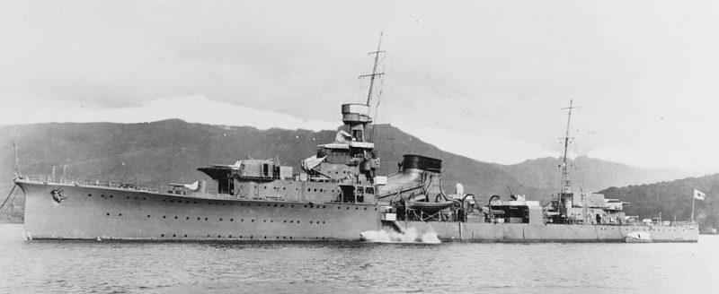 Японский легкий крейсер «Юбари».