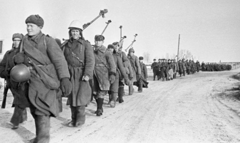 Советские бронебойщики под Вязьмой. 4 марта 1943 г.