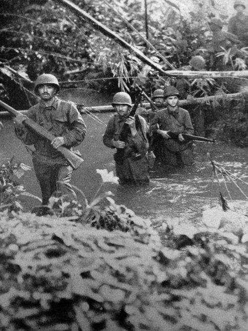 Солдаты 172-й пехотного полка в битве за Мунду.
