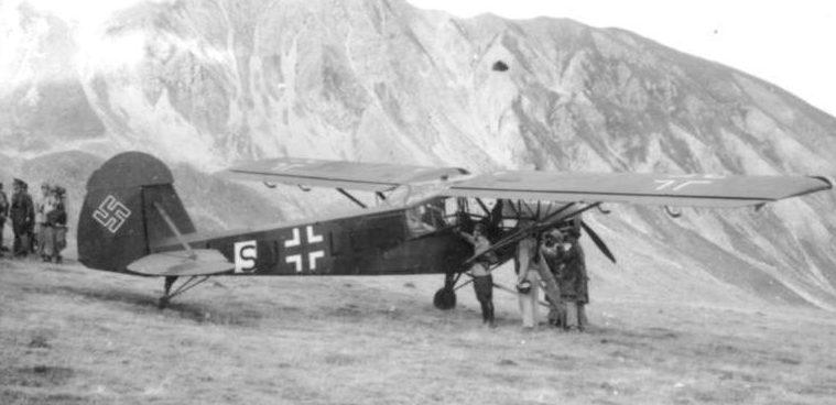 Самолет Fi-156 для Муссолини на плато Гран Сассо.