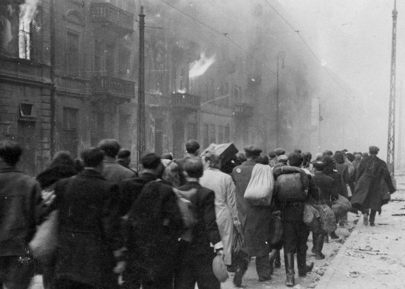 Депортация евреев из гетто после подавления восстания.