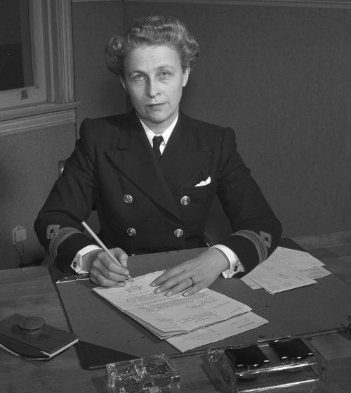 Аделаида Синклер - первый канадский директор WRCNS. Август 1943 г.