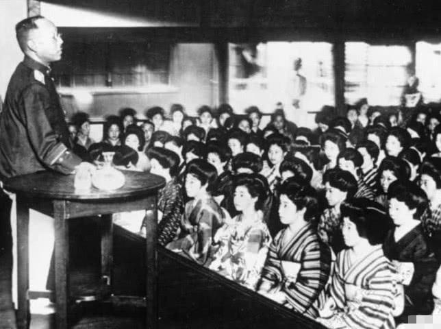 Вербовка женщин в армию. 1940 г.