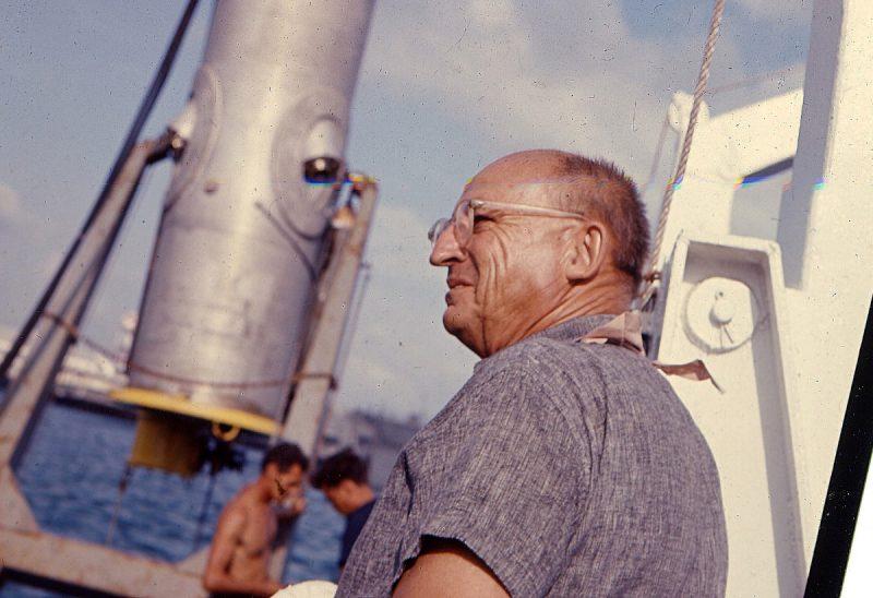Эдвин Линк на борту своей яхты.