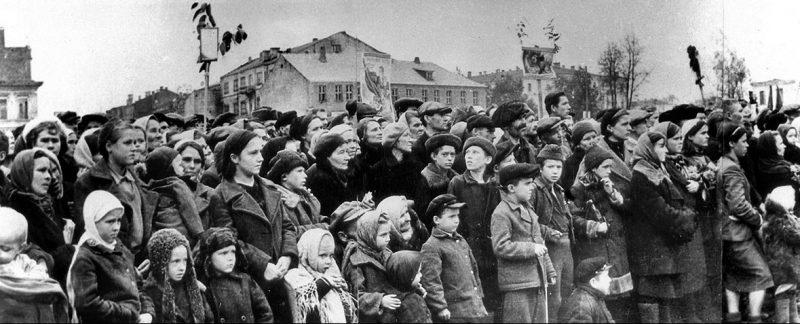 Митинг в связи с освобождением Смоленска.