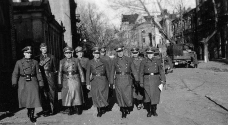 «Охотники» за сокровищами из ERR в Харькове. 1942 г.
