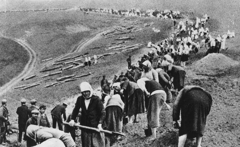 Астраханцы на оборонительных укреплениях. 1941 г.