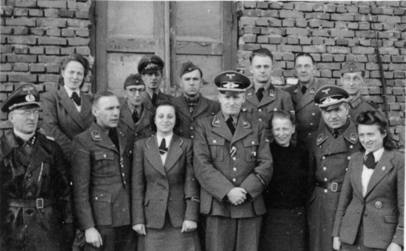 Одна из групп ERR в Минске. 1943 г.