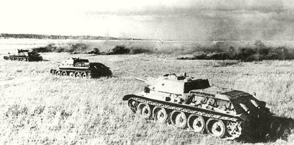 Советские танки под Харьковом.