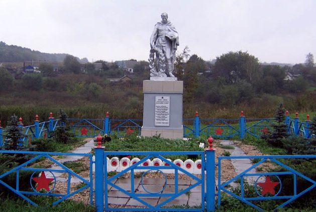 д. Ключевка Новомосковского р-на. Памятник, установленный в 1956 году на братской могиле, в которой похоронено 18 советских воинов, в т.ч. 13 неизвестных, погибших в годы войны.