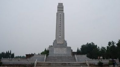 Памятник жертвам резни.
