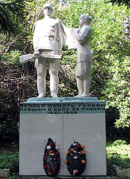 п. Красногвардеец Тепло-Огаревского р-на. Памятник землякам, погибшим в годы войны.