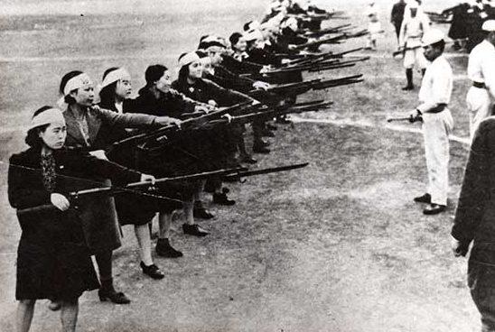 Тренировка волонтеров Женского корпуса. 1941 г.