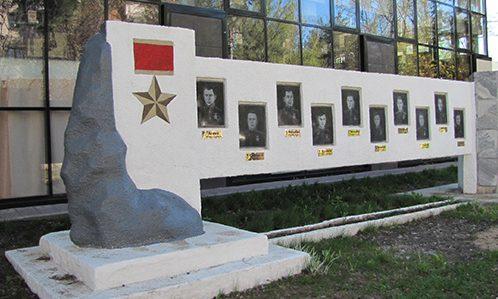 г. Алексин. Стела памяти 10 героев Советского Союза.