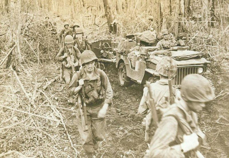 Продвижение десантников вглубь острова.