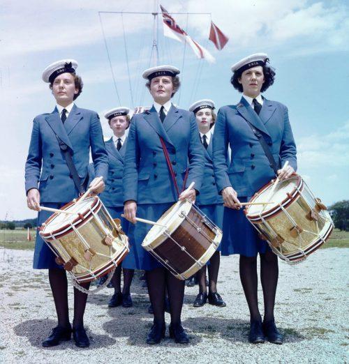 Женщины-барабанщики WRCNS на базе Conestogа. Онтарио, июнь 1944 г.