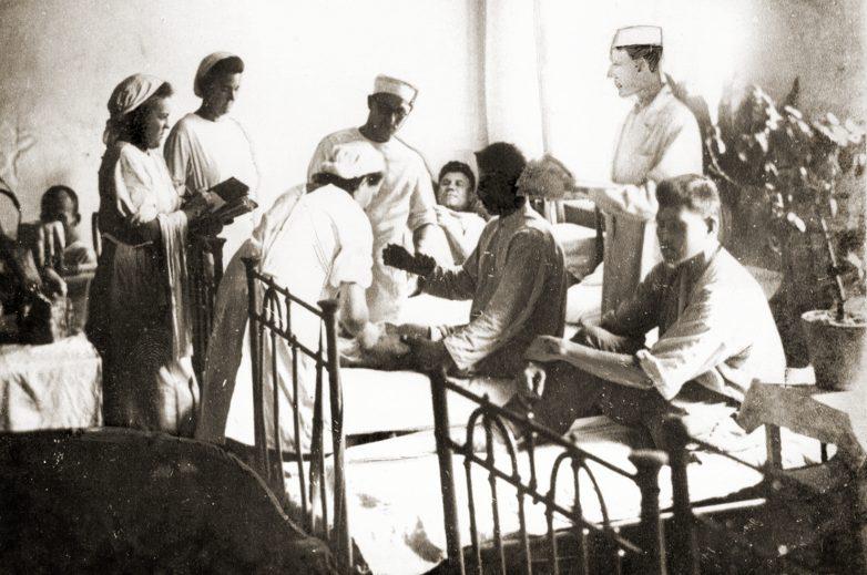 Один из госпиталей Астрахани. 1942 г.