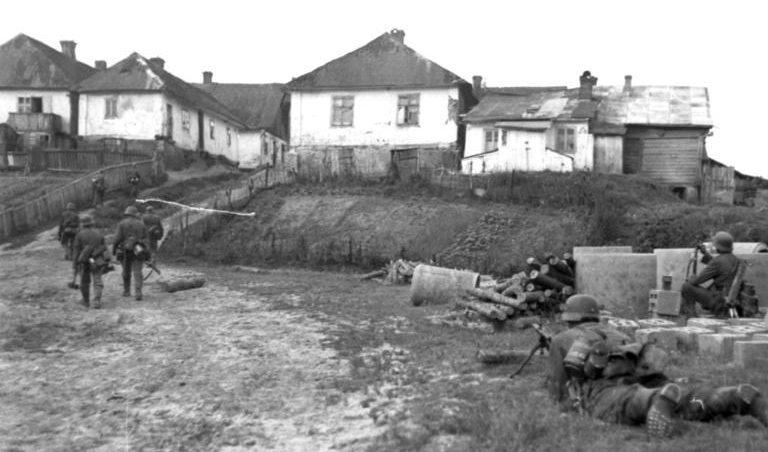 Немецкие войска в пригороде Луцка. Июнь 1941 г.