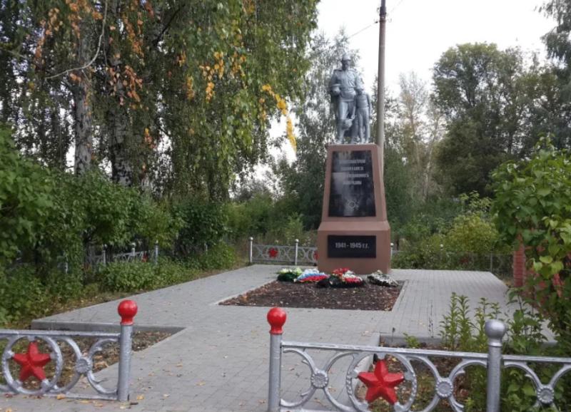 г. Донской пос. Подлесный. Памятник, установленный в 1969 году на братской могиле советских воинов, погибших в годы войны.