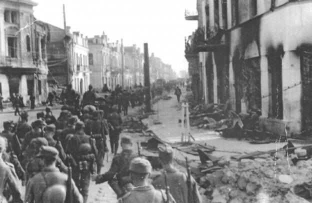 Немцы входят в город. 25 июня 1941 г.