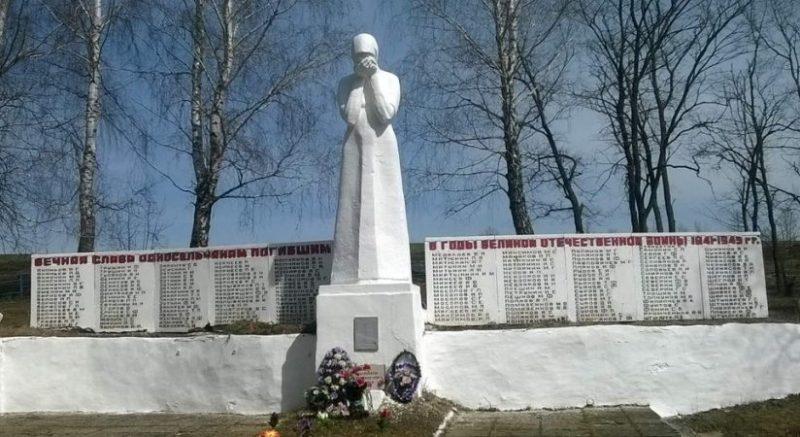 с. Покровское Тепло-Огаревского р-на. Памятник, установленный на братской могиле, в которой похоронено 24 неизвестных советских воина, павших в годы войны.